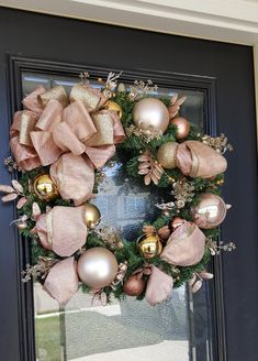 Rose Gold Christmas Tree, Gold Christmas Decorations, Christmas Home, Holiday Decor, Xmas, Christmas Trends, Gold Wreath, Christmas Tree Inspiration, Holiday Wreaths