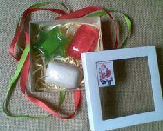 Caixas com 3 sabonetes artesanais para você presentear quem você gosta neste Natal.