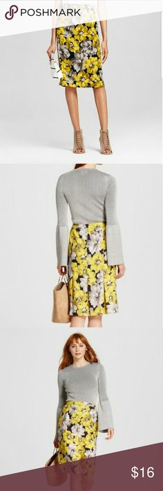 Who what wear floral pencil skirt Pre owned in excellent condition. Cute skirt with really cute back. Has a zipper on the side who what wear Skirts Midi