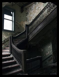 There's something about this creepy staircase I just can't get enough of. Not only do I like the eerie-feel, I like the structure of it.
