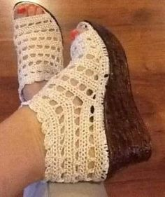 Crochet Sandals, Crochet Boots, Crochet Slippers, Crochet Quilt, Knit Crochet, Crochet Designs, Crochet Patterns, Recycled Shoes, Flip Flop Shoes