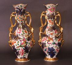 """Porcelaine de Bayeux, période Gosse Les deux vases sont marqués """"L F"""" en bleu en dessous, la signature de Louis Flourens, célèbre décorateur de la manufacture de Bayeux. arriere des vases"""