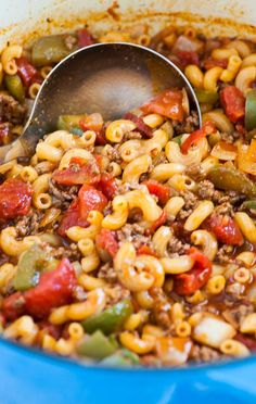 Pot American Goulash One pot American style goulash. Easy comfort food that takes no time to make and tastes like mom made it. Casserole Recipes, Meat Recipes, Pasta Recipes, Cooking Recipes, Healthy Recipes, Recipies, Best Goulash Recipes, Elbow Macaroni Recipes, Beef Macaroni