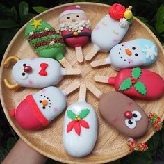🦌🎅🏻Christmas is coming 🎄☃️ Cake pops Christmas Cake Pops, Christmas Sweets, Christmas Baking, Christmas Cookies, Cute Desserts, Holiday Desserts, Holiday Treats, Holiday Cakes, Cakepops