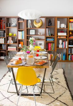 Birds Of A Feather Get Together Brunch house design design ideas decorating interior home design Dining Area, Kitchen Dining, Dining Table, Dining Rooms, Sofa Lounge, Estilo Interior, Interior Modern, Sweet Home, Design Blogs