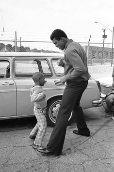 Rare Photos Show Muhammad Ali's Charisma Outside The Ring