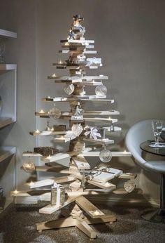 fabriquer un sapin en planches en bois naturel réutilisées