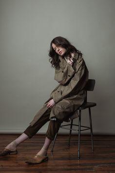 Aw 2018, Wardrobe Ideas, Shades Of Grey, Fashion Boutique, Art History, Normcore, Silhouette, Autumn, Woman