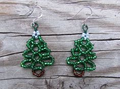 Easy Beaded Christmas Tree Earrings, step by step with photos and pattern.
