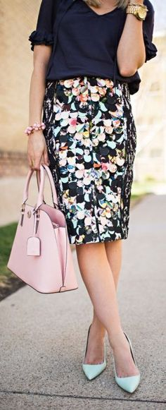 I'm a sucker for a pencil skirt. Love the way they look. Yes to the whole outfit! 26 super fashionable outfit ideas to wear your high waisted pencil skirt. Work Fashion, Modest Fashion, Skirt Fashion, Fashion Outfits, Fashion Trends, Fashion News, Woman Outfits, Women's Fashion, Floral Fashion