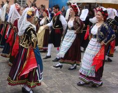 Dancers perform in traditional costumes in Corfu Greece. Dance It Out, Just Dance, Greece Costume, Baile Jazz, Greek Dancing, Greek Traditional Dress, Zorba The Greek, Corfu Greece, Folk Dance
