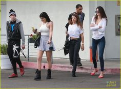 Kylie Jenner, her sister Kendall Jenner, her friend Sofia Richie and her friends