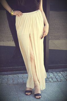 maxi nude dress ZARA  http://www.musthavefashion.pl/spodnica-maxi-plisowana-nude/