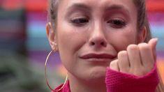 No 'BBB 21', Carla Diaz não segurou o choro após surpreender Juliette, Camilla de Lucas, Gilberto e Sarah conversando na dispensa e imaginar ser alvo do assunto. 'Não aguento mais!', afirmou a Pocah Daniel Martins, Carla Diaz, Camilla, Icons, Memes, Can't Take Anymore, Target, Crying, Boss Lady