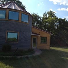 Silo house Silo House, Shed To Tiny House, Ranch Decor, Modern Ranch, Unusual Homes, Little Houses, Tiny Houses, Round House, Building A House