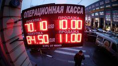 Este martes, el rublo registró otra fuerte caída. La moneda rusa llegó caer hasta el 20%, alcanzando un mínimo histórico de 100 rublos por euro y 80 por dólar, a mitad de la jornada. La estrepitosa...