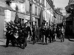 Les anciens combattants Cachan 1945 |¤ Robert Doisneau | 8 mai 2015 | Atelier Robert Doisneau | Site officiel