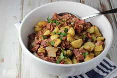 Use your leftover corned beef and potatoes to create this delicious Best Corned Beef Hash for breakfast, lunch or dinner! Best Corned Beef Hash, Homemade Corned Beef, Cooking Corned Beef, Corned Beef Brisket, Beef And Potatoes, How To Cook Potatoes, How To Cook Beef, How To Cook Eggs, Ham Hash Recipe