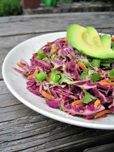 Red Cabbage Slaw with Creamy Avocado Dressing. Our of July cole slaw Avocado Recipes, Raw Food Recipes, Salad Recipes, Healthy Recipes, Cabbage Slaw, Red Cabbage, Creamy Avocado Dressing, Avocado Salad, Healthy Snacks
