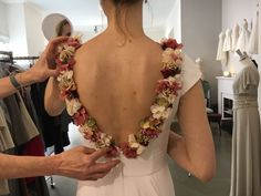 Apliques en flor seca y preservada para vestido de novia 👉🏻 hola@etcbahia.com