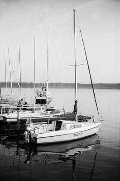 wayfarer Canon A-1 Canon nFD 50mm f/1.4  ilford Pan 400 developed in LC29 (119 20deg 6min) ship sail sailing lake hungary vándor wanderer wayfarer film grain analog filmisnotdead ilford pan400 lc29 canonnfd 50mm 14 a1 blackandwhite monochrome