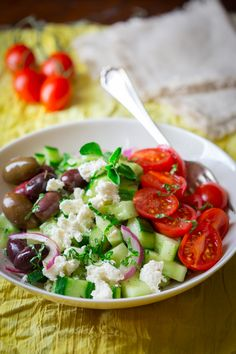 15 minute greek cucumber salad recipe with cherry tomatoes, feta and olive. This is the best salad. Healthy and perfect summer clean eating recipe. Healthy Salads, Healthy Eating, Healthy Recipes, Healthy Appetizers, Quick Summer Meals, Greek Cucumber Salad, Soup And Salad, Salad Recipes, Meal Recipes