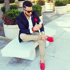There's always a way to incorporate Cherry & White into your business casual wardrobe Smart Casual Menswear, Men Casual, Modern Mens Fashion, Womens Fashion, Modern Man, Jeans Style, Business Casual, Passion For Fashion, My Style