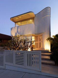 An updated take on the horizontal plantation shutter gives privacy from the street and is echoed in the low boundary fence. Architecture Details, Modern Architecture, Art Deco Buildings, Modern Art Deco, Art Deco Home, Architect Design, Luxury Apartments, Residential Architecture, Facade