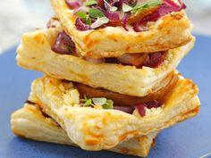 Blätterteig mit Birne, Käse und Zwiebel ist ein Rezept mit frischen Zutaten aus der Kategorie Kernobst. Probieren Sie dieses und weitere Rezepte von EAT SMARTER!
