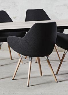 Med TORSO loungestol på eksklusive træben, får du unikt design, klassisk look og super komfort til konkurrencedygtige priser. Vinder af Reddot Award 2013 & 2014. Psssttt... fik vi nævnt at TORSO stolen på billederne KUN koster kr. 3.750,- (ex. moms) ?
