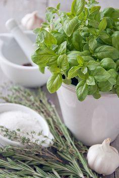 Basilico, le sue proprietà facilitano la digestione e favoriscono l'appetito #rimedinaturali