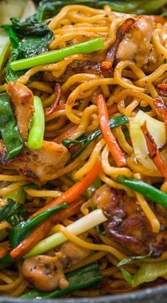 Best Chicken Chow Mein Recipe (炒面) Chicken Chow Mein ~ bowlful of contrasting colors, texture and flavors coming together in different combinations with each bite. The big hunks of chicken are juicy