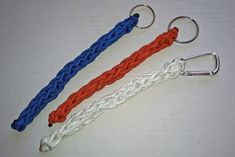 This Crocheted Survival Keychain is both fashionable and practical! Because it is made out of paracord, it can double as a keychain and an item of survival gear. Dads, brothers, and boyfriends will especially appreciate this crochet pattern. Crochet Men, All Free Crochet, Crochet Gifts, Learn To Crochet, Diy Crochet, Crochet Things, Crochet Lanyard, Crochet Cord, Crochet Keychain