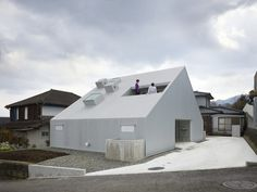 house-ness Takao Shiotsuka Atelier. Cloudy House. Oita. Japan. photos: Toshiyuki Yano (Nacasa & Partners Inc.)