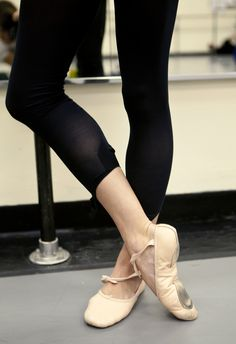 Ballet Dancers Explain Those Signature Leotards, Leg Warmers And Other Style Secrets With pointe shoes on. Ballet Feet, Ballet Dancers, Ballet Barre, City Ballet, Ballet Class, Tango, Dance Team Shirts, Band Shirts, Jazz Shoes