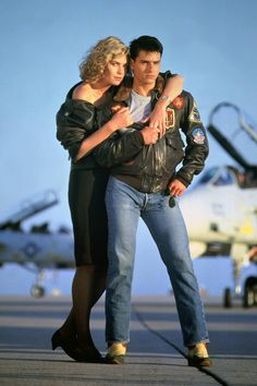 Photo: Top Gun by Tony Scott with Kelly McGillis and Tom Cruise, 1986 (photo) : Top Gun Film, Top Gun Movie, I Movie, Movie Stars, Top Movies, Kelly Mcgillis, Tom Cruise Birthday, Easy Mens Halloween Costumes, Movie Couples Costumes