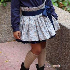 Una bonita falda para niñas que podréis hacer siguiendo las claves de este tutorial. Toddler Outfits, Kids Outfits, Cute Outfits, Sewing Kids Clothes, Sewing For Kids, Cute Dresses, Short Dresses, Baby Frocks Designs, Frock Design