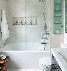 banheiro pequeno com banheira 4