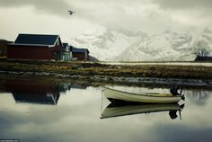 Motor boat and landscape. Near Tromso, Norway | Моторная лодка на фоне гор. Окрестности Трумсё. 2008