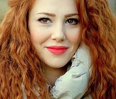 Elçin Sangu pictures and photos Red Hair Celebrities, Top Female Celebrities, Cheveux Oranges, Pretty Redhead, Brown Hair With Blonde Highlights, Gold Highlights, Elcin Sangu, Beauty Around The World, Turkish Beauty