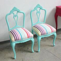 sillas antiguas, restauradas, laqueadas y retapizadas
