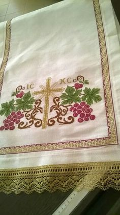 Ergoxeira  Valentini Cross Stitch Designs, Cross Stitch Patterns, Altar, Crochet Baby Shoes, Cross Stitch Embroidery, Diy And Crafts, Projects To Try, Cross Stitch Borders, Towels