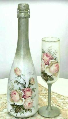 DIY Vintage Bottles for Home Decor – Best Handi Crafts Glass Bottle Crafts, Wine Bottle Art, Painted Wine Bottles, Diy Bottle, Painted Wine Glasses, Vintage Bottles, Bottles And Jars, Decoupage Jars, Diy Vintage