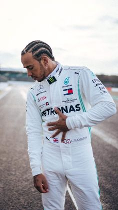 Lewis Hamilton getting ready for the new season Lewis Hamilton Formula 1, Watch F1, Formula 1 Car, F1 Drivers, F 1, Pretty Boys, First World, Race Cars, Champion
