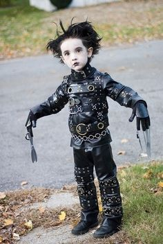 This kid makes every costume I've ever worn look pathetic. That is an awesome Edward Scissorhands costume and (s)he's probably 6yo or so? Damn.