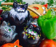 Egg gourd kitties by Gourdaments  www.gourdament.etsy.com