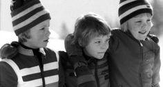 Wintersportvakantie in Lech (Oostenrijk) in l978. De prinsen Willem-Alexander, Johan Friso en Constantijn poseren voor de fotografen. (Bron: Nationaal Archief)