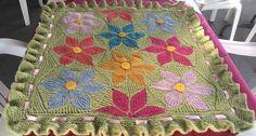 Copertina realizzata con filato Nepal Drops, i fiori del motivo pattern Hexagon Kaleidoscope patchwork knitting by Svetlana Gordon,