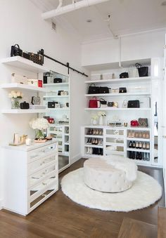 Hauptschlafzimmer Ideen Klein 20 Incredible Small Walk-In Closet Ideas & Makeovers What Are Some Of Walk In Closet Small, Walk In Closet Design, Bedroom Closet Design, Closet Designs, Ikea Bedroom, Bedroom Furniture, Front Closet, Design Room, Design Design
