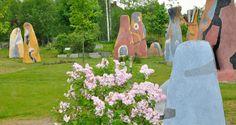Frühling im Skulpturenpark des Kunstmuseum Waldviertel in Schrems, Niederösterreich Art Museum, Woodland Forest, Sculptures